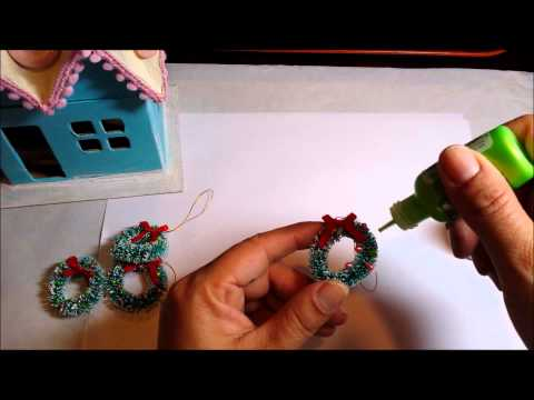 How to customize mini wreaths and Christmas trees