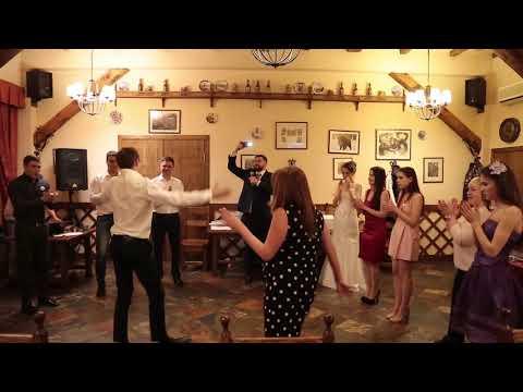 Крутые и Ржачные танцы на свадьбе парней против девушек. Танцевальный батл. Чем дальше, тем смешнее