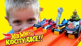 Hot Wheels Race with Spiderman Batman & Marvel Avengers Hot Wheels Cars Challenge by KidCity