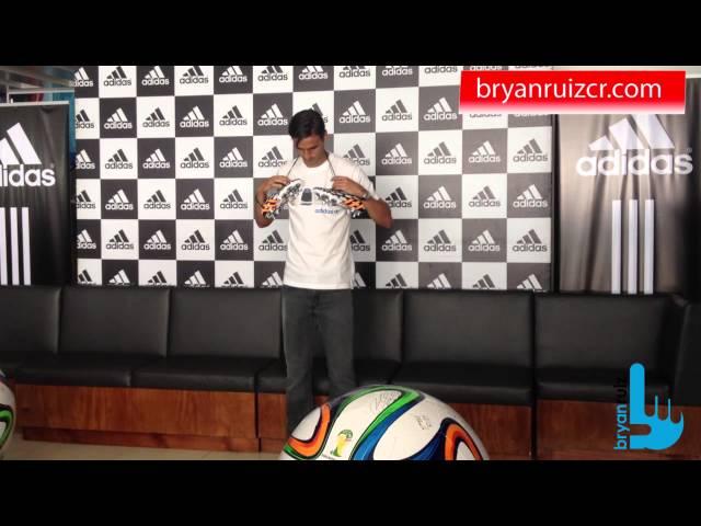 Bryan Ruiz recibió tacos Predator Adidas para Mundial