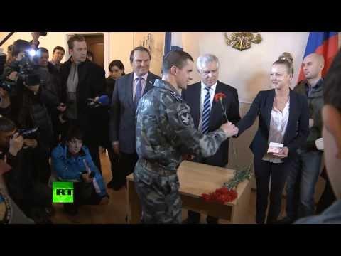 Бойцы «Беркута» получили российские паспорта