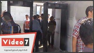 بالفيديو.. أجهزة إليكترونية لتفتيش حقائب طالبات جامعة القاهرة