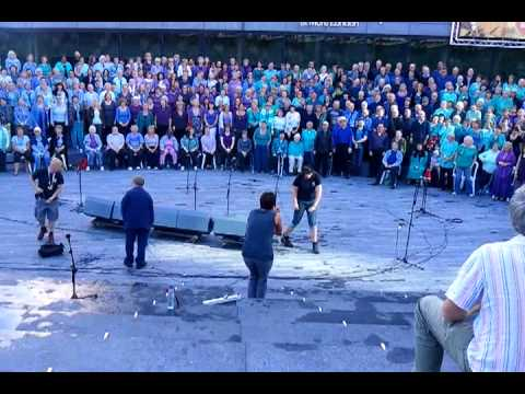 Choirs from the UK in London 2010 (Thames Festival rehearsal)