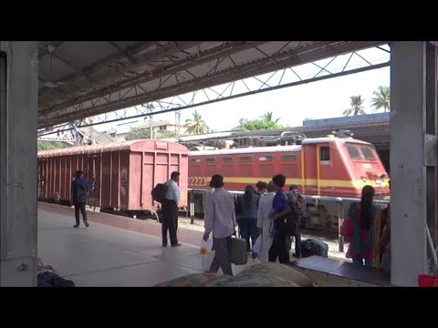 22223 Wap 4 Sabari Express Meets Netravati At Aluva video