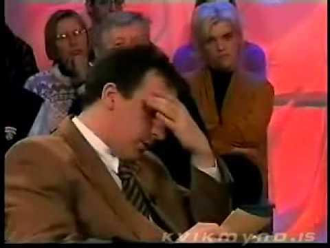 Телеведущий смеется над голосами гостей :D