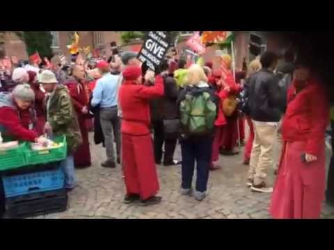 Protest Against Dalai Lama By Tibetans and International Shugden Society.  Day 2 Germany