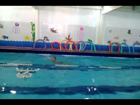 João Gabriel 3 voltas na piscina