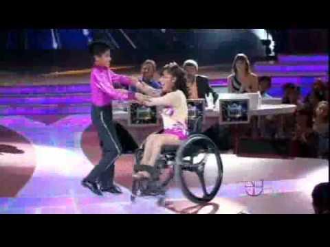 JUANITA nina en silla de ruedas en Pequeños Gigantes