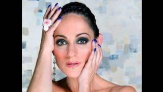 ACARÍCIAME-  Lola Cortés -