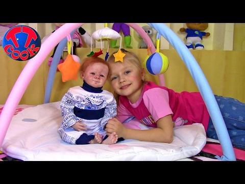 Подарки для маленькой куклы. Видео для детей