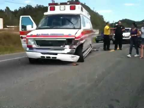 Ambulancia Choca un Coche y Paciente mure por 2 ves carr 12