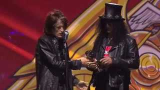 APMAs 2014: Slash receives the Guitar Legend Award, introduced by Aerosmith