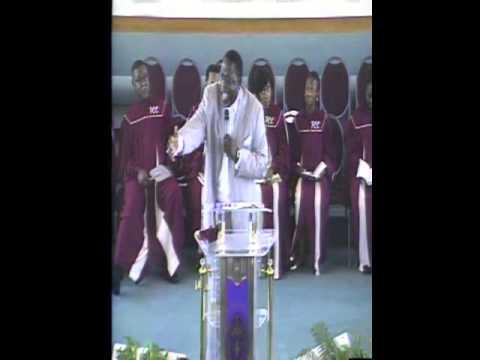 Bishop C. Wayne Bynum preaching,