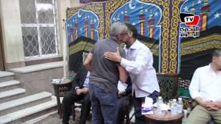 فنانون في عزاء والدة المخرجة كاملة أبو ذكري