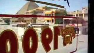 Vídeo desde un Pizza Hut / KFC frente a las Pirámides de Egipto