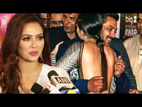 Sana Khan FUNNY Reaction On Salman Khan Hug At Big Zee Entertainment Awards 2017