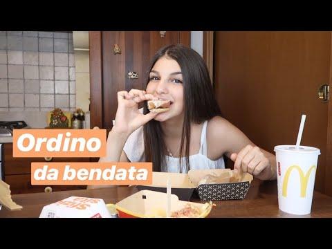 Ordino cibo bendata da McDonald's | Valeria Martinelli