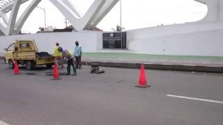 Penambalan Lubang Jalan Tiada Akhir di Jalur Pantura Timur Jateng