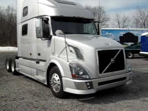 2007 Volvo VNL64T780. Automatic stock number 8080