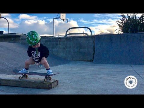 a los 2 anos ya tiene su primer video de skate