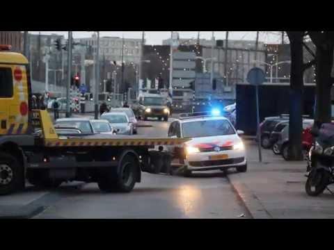 PRIO 1 Politie Amsterdam met spoed voorbij post Nico naar melding in Centrum