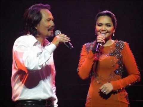 [Lirik] Dato' Siti Nurhaliza & M. Nasir - Dua Insan (live)