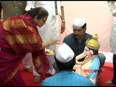 Hindi Actor Nana Nana Patekar & Jeetendra celebrates Ganpati Festival -- Red Pix