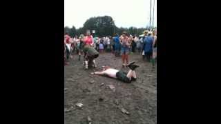 Man slides into girl peeing at V Festival 2012, funny and sick