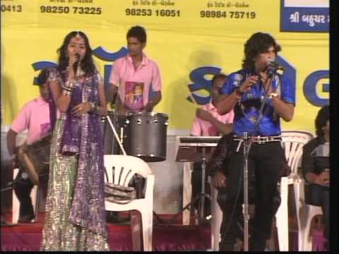Vikram Thakor - Mamta Soni - Live Super Hit Garba Songs - Koyal Bole Re 2012 Day 10 Part 12 video