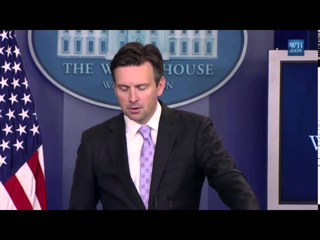 After more than a month, White House spokesman still has not watched Planned Parenthood videos