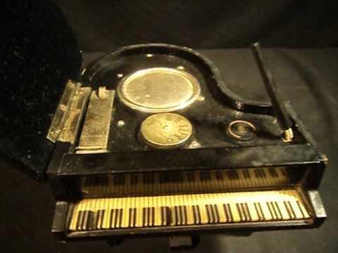 ANTIGUA RADIO EN PIANO