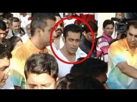 Salman Khan Slaps His Bodyguard! video