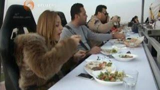 وجبة عشاء بين السحاب فى مطعم جديد بالقاهرة