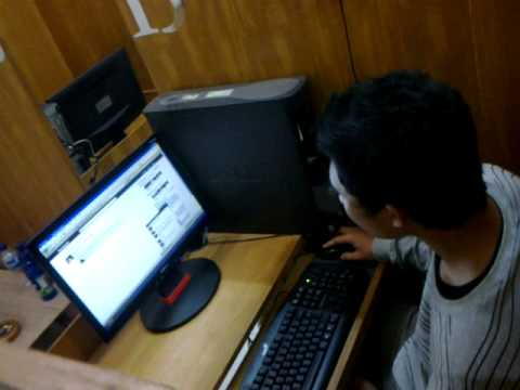 Temenku lagi ngeTUBE :D lol