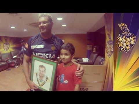 Jacques Kallis signs a fan's painting