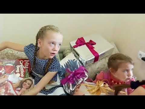 ПАРАД ПОДАРКОВ .День рождение .Распаковка подарков. Куча подарков . ч.1