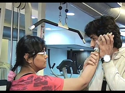 Vidyut Jamwal Teaches Self-Defense Techniques