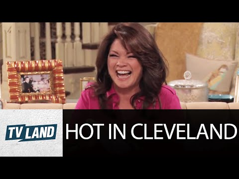 Hot in Cleveland: Shoe Blooper
