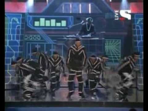 Chris Brown ft T-Pain-kiss kiss live