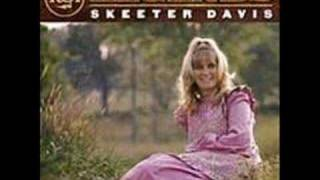 Watch Skeeter Davis I Forgot More Than You