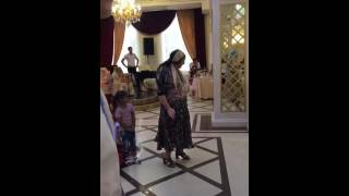 Свадьба в Дагестане прикол на свадьбе женщина зажигает