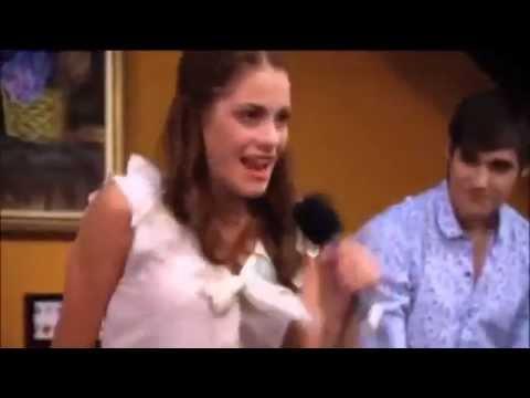 Violetta canta 'En mi Mundo' con León (En El Resto Bar)