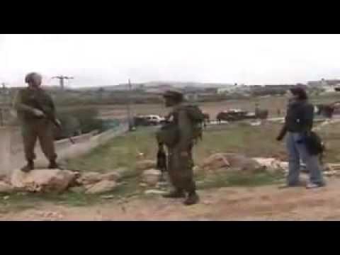 بنت فلسطينية و اثنين جنود اسرائيليين - مشهد مؤثر