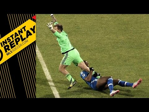 Instant Replay: Another look at that Drogba leg grab