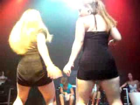Mujeres bailando en AVALON - Dominikan.com