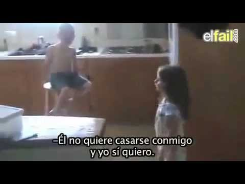 Niño llorando porque niña se quiere casar con el - Little Boy Doesn't Want to Get Married