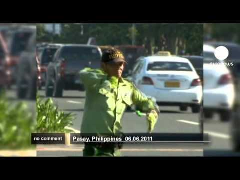 Dancing traffic cop in the Philippines - No comment Music Videos