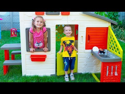 Arthur and Melissa build Playhouses for children