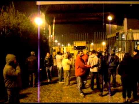 Esselunga - lavoratori reintegrati dal giudice respinti ai cancelli - 16 marzo 2012.mov