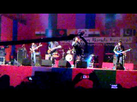 Na Jaane kyu by Strings live at South Asian Bands Festival 2013...